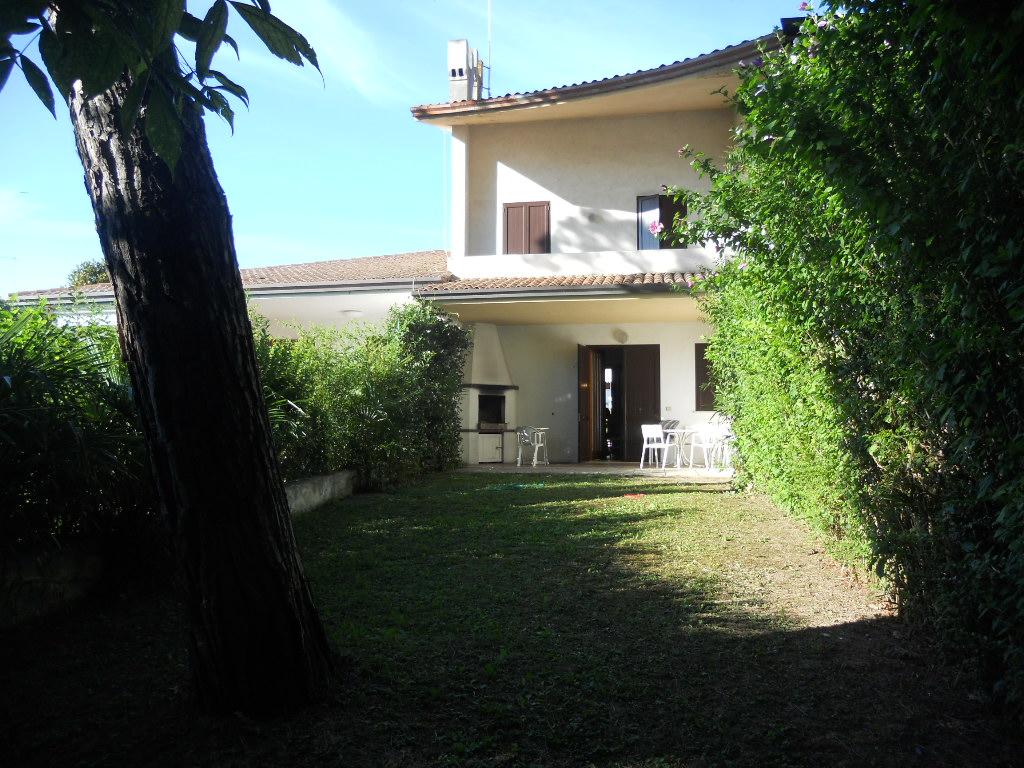 ca doro 84 villa with pool agenzia rossi estate agency. Black Bedroom Furniture Sets. Home Design Ideas