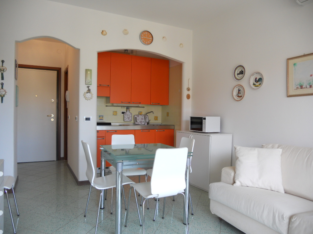 gabbiano ii 9 wohnung mit terrasse agenzia rossi immobilienagentur. Black Bedroom Furniture Sets. Home Design Ideas